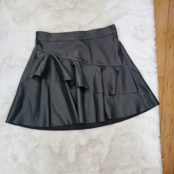 Only Emma Faux Leather Frill Black Skirt sz 38/6